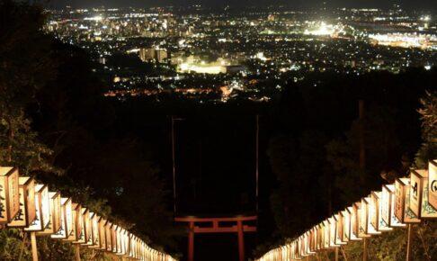 久留米市 高良大社「献灯祭」石段の灯籠に灯りがともされる【8月】