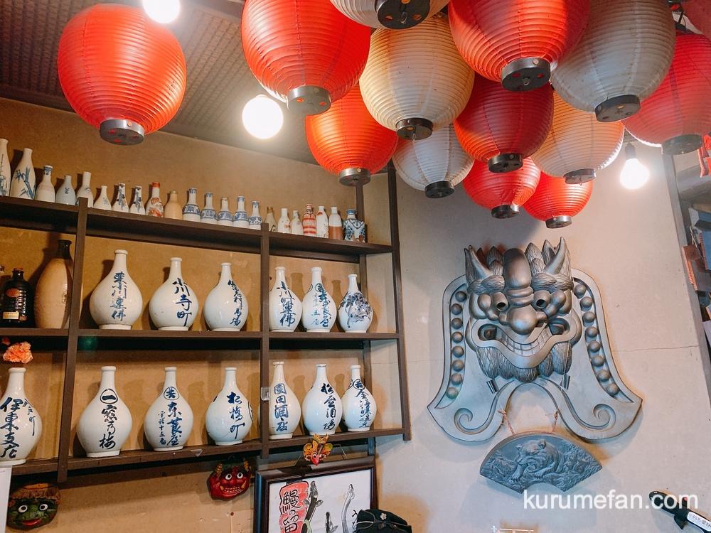 うなぎの留さん 骨董品や珍しい物で溢れている店内
